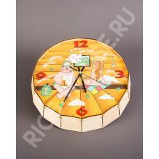 Часы-бочонок «Парень и девушка»